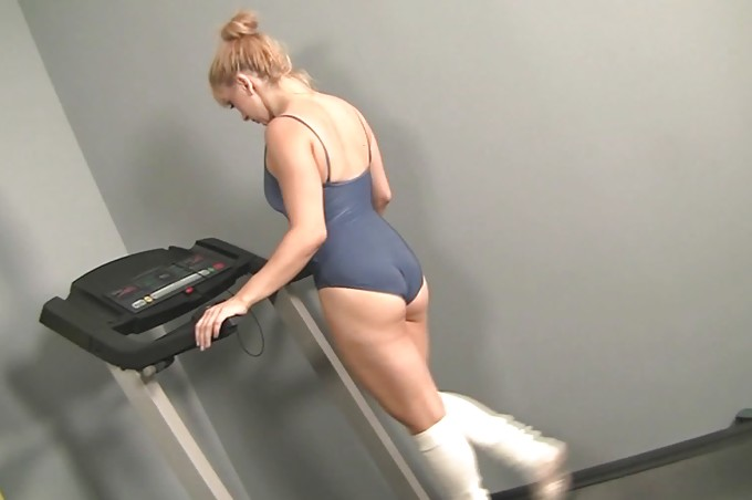 Lea Lexis Gets A Big Surprise During Her Workout