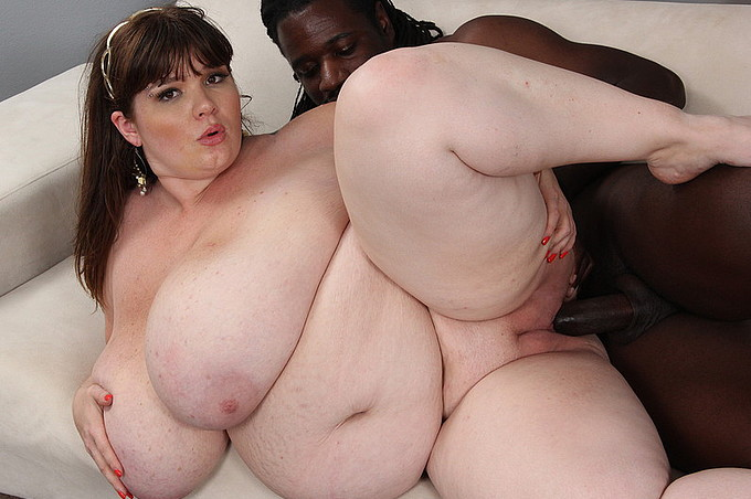 Chubby Lexxxi Luxe Lusts Longingly For Black Dick