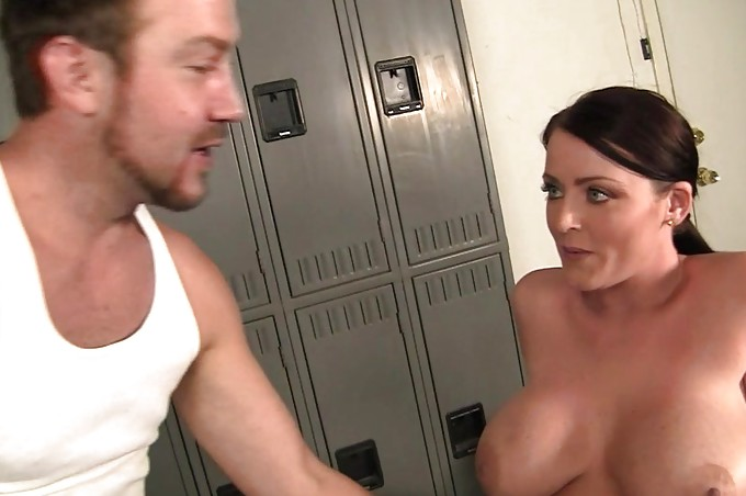 Babe Gets A Deep Dick Massage In The Locker Room