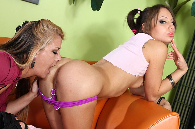 Jocalyn Stone And Risi Simms Get Down To It