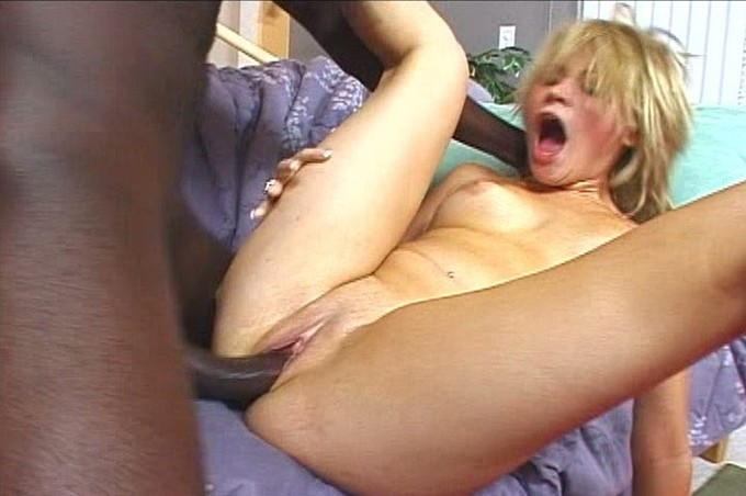 Sindee Jennings Gets Herself A Big Black Cock
