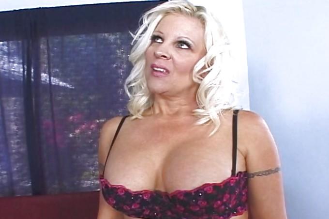Horny Slut Veronica Vaughn Gets Her Cunt Gaped