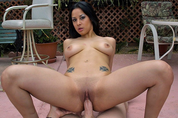 Paige Taylor Gets Her Pleasure In The Great Outdoors