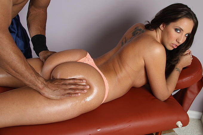 Kelly Gets A Deep Pussy Massage By Sledge Hammer