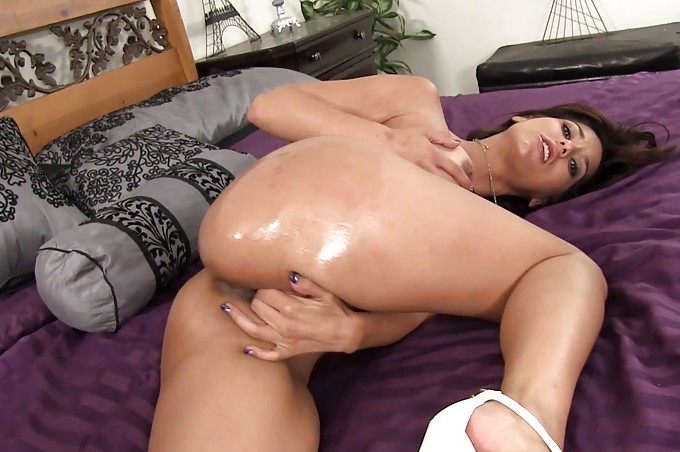 Mike Hunt And Reena Sky Getting Fucked In The Bed