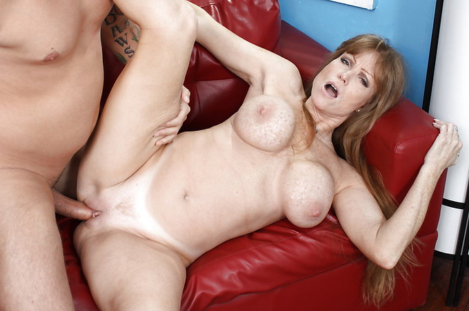 Darla Crane Gives Handjob And Oral To Lucky Guy