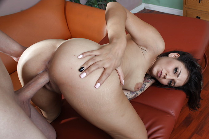 Aimee Black Comes For A Massage And Gets More