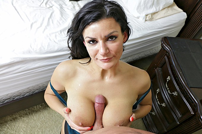 Older Babe With Dark Hair Knows How To Work Her Titties